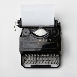 LJIZlzHgQ7WPSh5KVTCB_Typewriter